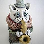 Куклы и игрушки ручной работы. Ярмарка Мастеров - ручная работа Керамическая фигурка. Кот на саксофоне.. Handmade.