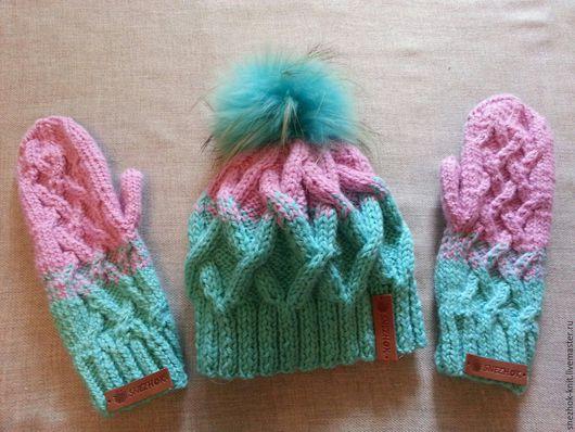 Вязаный комплект шапка с варежками `Рассвет у моря`