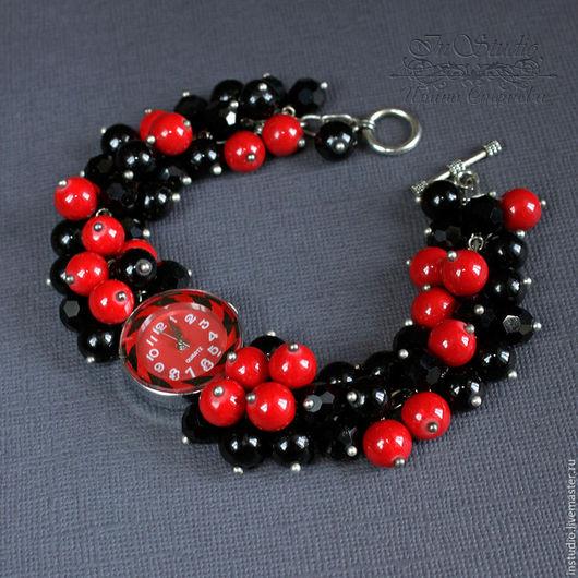 Часы ручной работы. Ярмарка Мастеров - ручная работа. Купить Часы браслет из агата и коралла Красное и черное. Handmade.