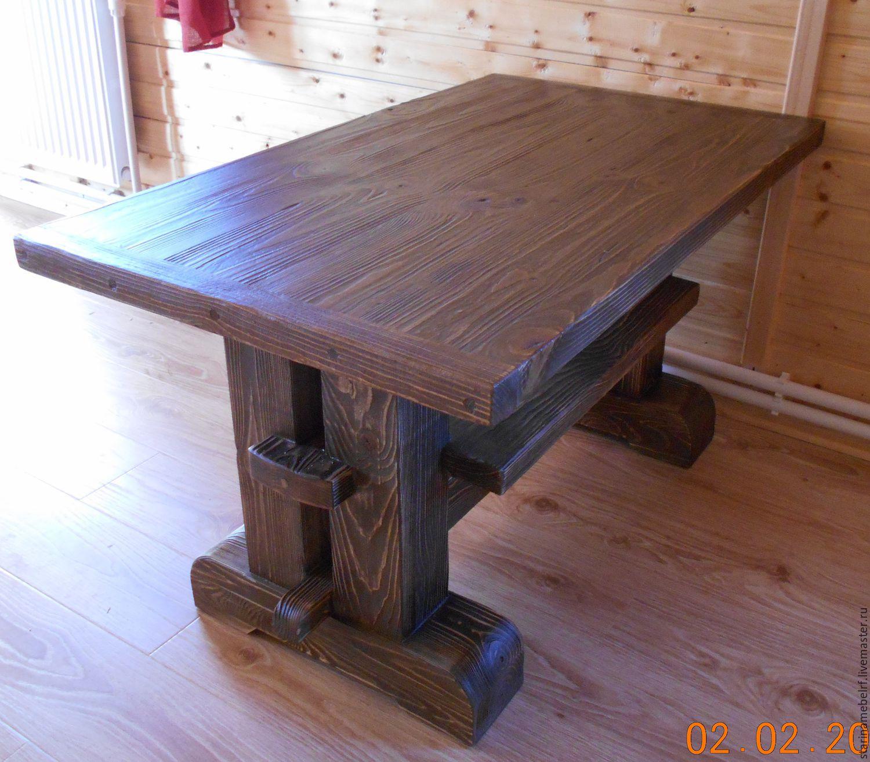 Низкий стол из дерева