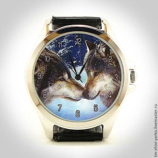 Оригинальные дизайнерские наручные часы ручной работы `Волчий поцелуй`