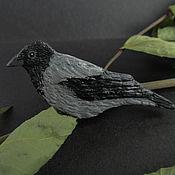 """Украшения ручной работы. Ярмарка Мастеров - ручная работа Брошь """"Городская ворона"""" (брошь птица, брошка птичка, черный серый). Handmade."""