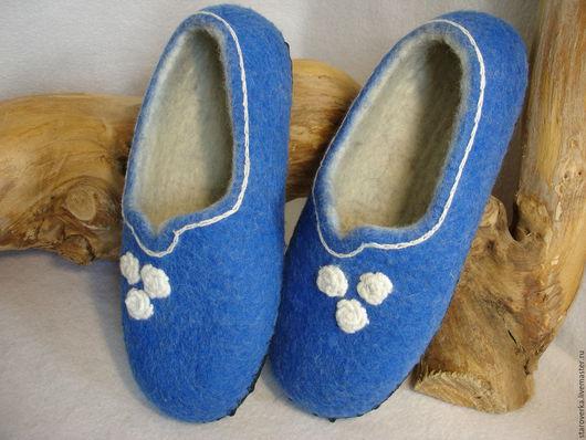 женские валяные тапочки, синие, с белой вышивкой, на размер 37, готовая работа, можно купить.
