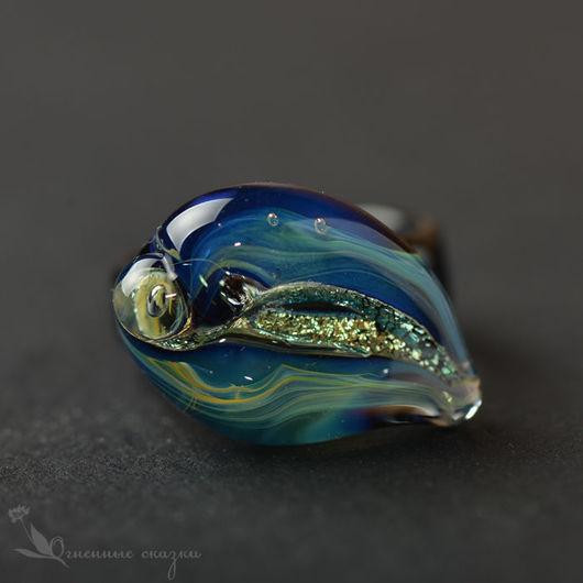 Необычное яркое стеклянное кольцо, авторское стекло лэмпворк, кольцо эффектное, колечко голубое, муранское стекло кольцо, подарок девушке, подарок женщине, подарок к празднику, на день рождения.