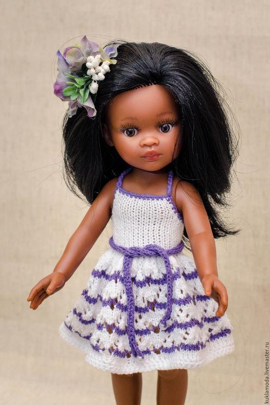 Вязаный сарафан с открытой спинкой на куклу Паола Рейна 32 см (завязывается на шее) . Выполнен из смесовой пряжи коттон+акрил. В комплект к платью идет заколочка в тон полоскам.