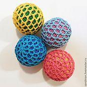 Куклы и игрушки ручной работы. Ярмарка Мастеров - ручная работа Тактильные мячики-погремушки для малыша (яркая развивающая игрушка). Handmade.