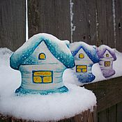 Подарки к праздникам ручной работы. Ярмарка Мастеров - ручная работа Заснеженные домишки.....Льняные елочные игрушки .Набор три домика.. Handmade.