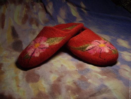 Обувь ручной работы. Ярмарка Мастеров - ручная работа. Купить Тапочки валяные домашние женские. Handmade. Ярко-красный