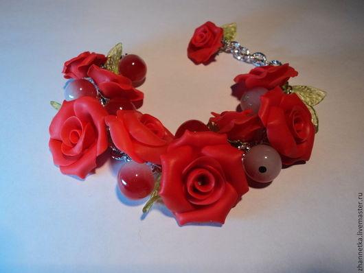 """Браслеты ручной работы. Ярмарка Мастеров - ручная работа. Купить Браслет """"Розы"""". Handmade. Ярко-красный, браслет с подвесками, подарок"""