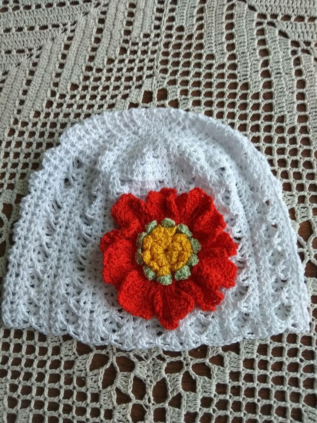 Одежда для девочек, ручной работы. Ярмарка Мастеров - ручная работа. Купить Летняя белая ажурная шапочка крючком с большим  необычным цветком. Handmade.