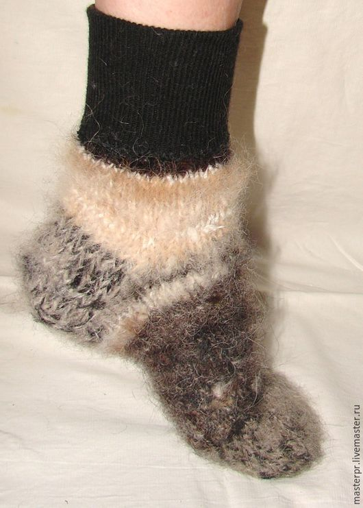 Носки  пуховые  арт. №42 из собачьей шерсти . Ручное прядение .Ручное вязание. Носки связаны из настоящей «живой нитки» . ЦЕНА  : 2800рублей Размер ноги – 39-42.
