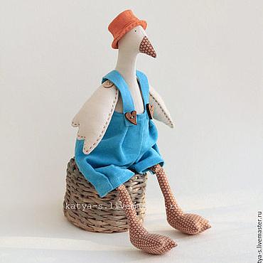 Куклы и игрушки ручной работы. Ярмарка Мастеров - ручная работа Гусь Тильда: бирюзовые штаны и рыжая шляпа. Handmade.