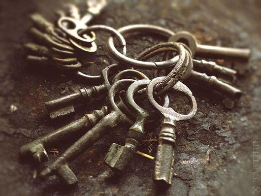 Старинные ключики из бронзы и латуни. Старинные маленькие ключики 19 века