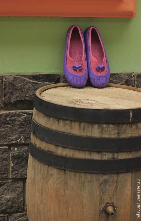 """Обувь ручной работы. Ярмарка Мастеров - ручная работа. Купить """"Ягодное искушение""""  валяные тапочки-балетки. Handmade. Брусничный, бантик"""
