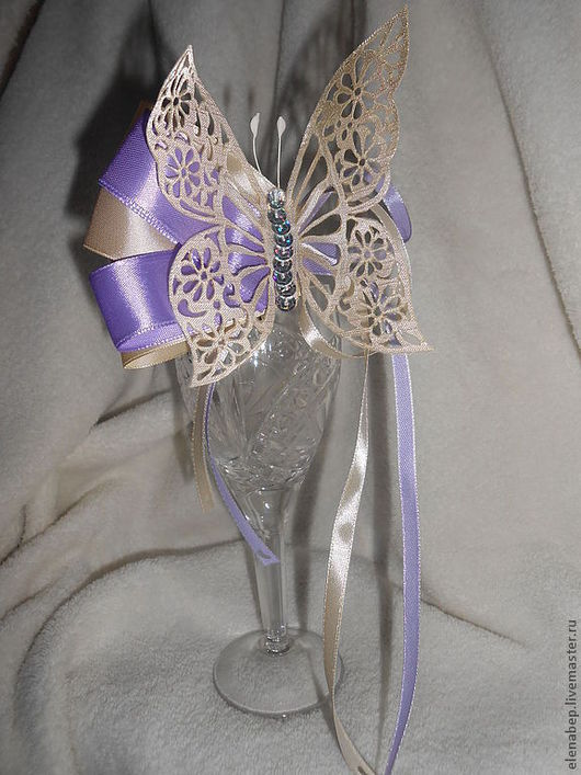 Бабочка держит форму (не плоская); можно без ленты; с любым креплением и серединкой (возможно со стразами сваровски) (от стоимости фурнитуры зависит цена)