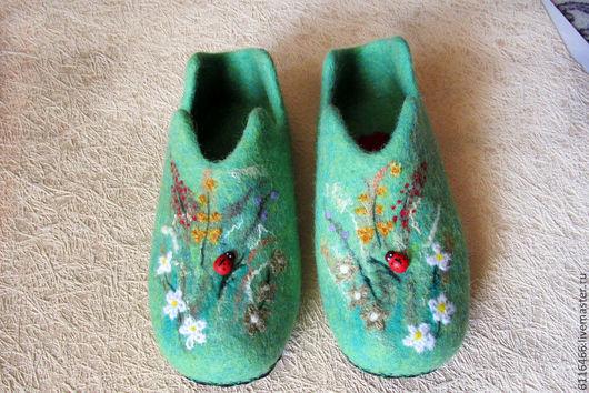 """Обувь ручной работы. Ярмарка Мастеров - ручная работа. Купить домашние валяные тапочки из натуральной шерсти """"Мечты о лете"""". Handmade."""