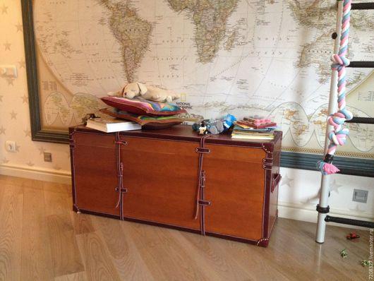 Большой деревянный сундук с кожаной  обивкой. Может использоваться как для хранения вещей, игрушек,  предмет интерьера. Разница в цвете, размерах и материалах возможна,благодаря ручной работе.