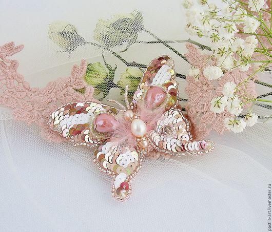 """Броши ручной работы. Ярмарка Мастеров - ручная работа. Купить Брошь """"Бабочка прелестница"""". Handmade. Бледно-розовый, украшение, бисер"""