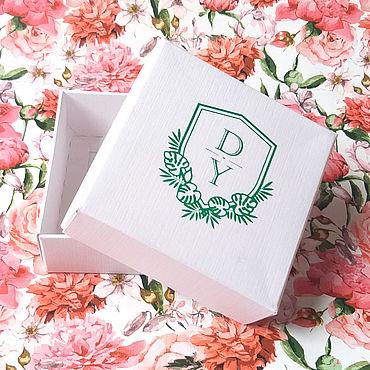 """Свадебный салон ручной работы. Ярмарка Мастеров - ручная работа 8х8х3 - коробочка белая """"лен"""" с цветной монограммой. Handmade."""