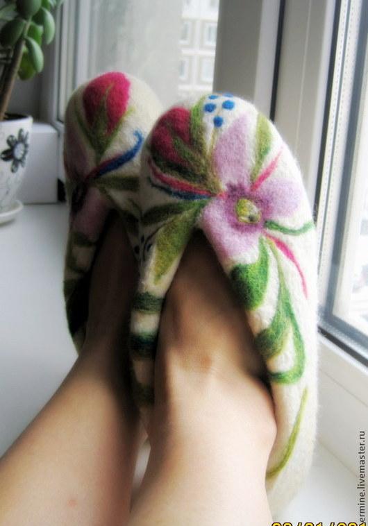 """Обувь ручной работы. Ярмарка Мастеров - ручная работа. Купить Тапочки """"Суфле"""". Handmade. Белый, тапочки домашние, тапочки из войлока"""