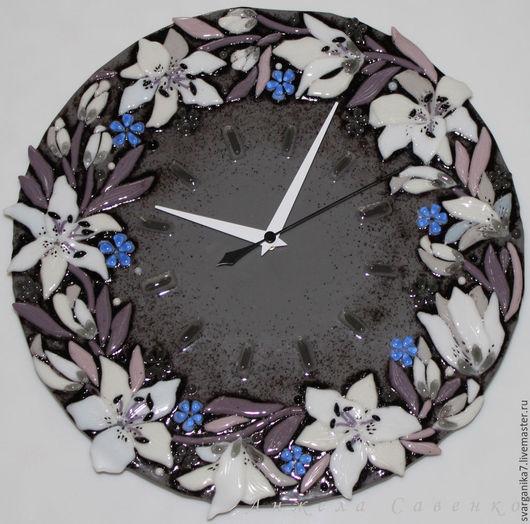 """Часы для дома ручной работы. Ярмарка Мастеров - ручная работа. Купить Часы из стекла """"Белых Лилий Цветы"""" - Фьюзинг. Handmade."""