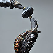 """Украшения ручной работы. Ярмарка Мастеров - ручная работа Ожерелье """"Листоед"""", черный фарфор.. Handmade."""