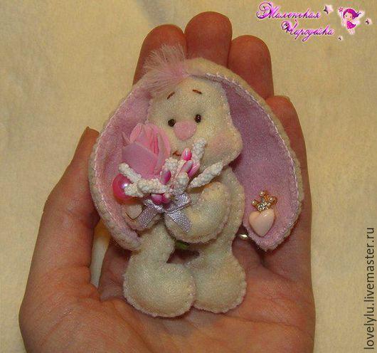 Броши ручной работы. Ярмарка Мастеров - ручная работа. Купить Заинька из фетра с цветами (магниты, броши, подвески). Handmade. Розовый