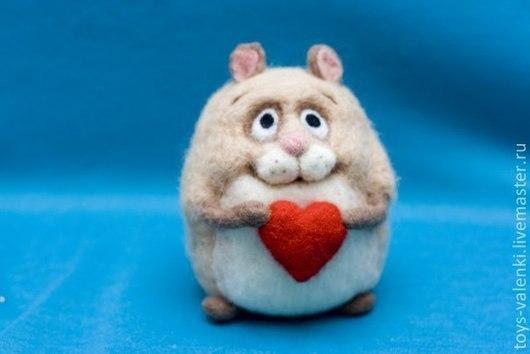 Игрушки животные, ручной работы. Ярмарка Мастеров - ручная работа. Купить Влюблённый хомяк. Handmade. Бежевый, мышка, войлок, валентинка