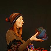 Аксессуары ручной работы. Ярмарка Мастеров - ручная работа Шапочка  из секционной пряжи с войлочным помпоном. Handmade.