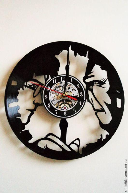 """Часы для дома ручной работы. Ярмарка Мастеров - ручная работа. Купить Часы из пластинки """"Гарри и Воланд"""". Handmade. Комбинированный"""