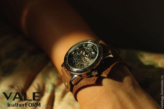 Часы наручные женские на браслете из натуральной кожи. В коричневом цвете. Прекрасный подарок девушке.
