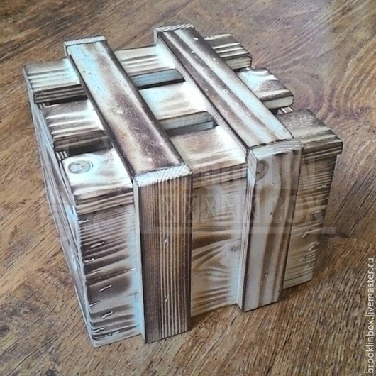 Деревянный ящик для подарков, а также хранения вещей.