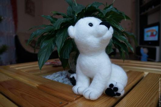 Игрушка из шерсти белый медвежонок Снежок. Ручная работа