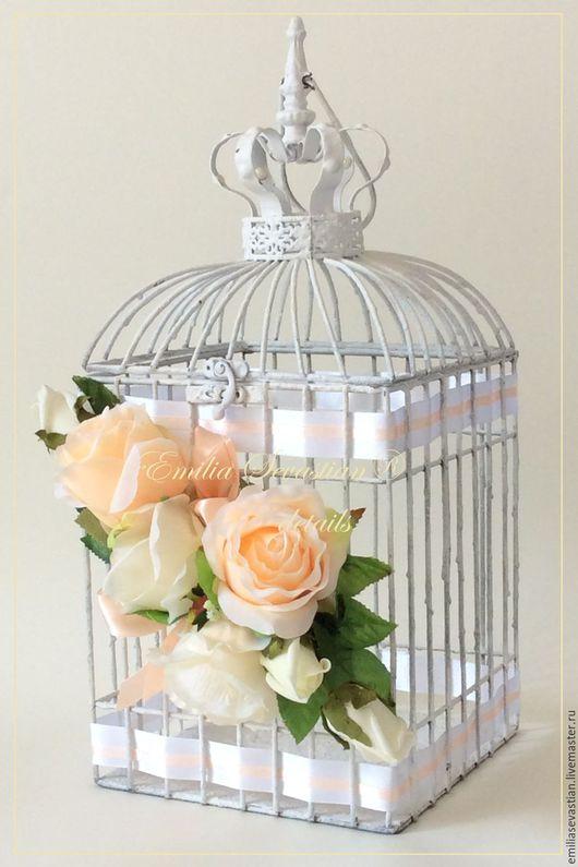 Отличный вариант замены сундучка для сбора подарков молодоженам: клетка, украшенная в стиле Вашей свадьбы. Клетка сдается в аренду!