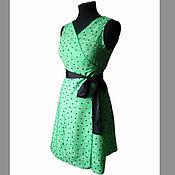 Платье с запахом в горошек - зеленое