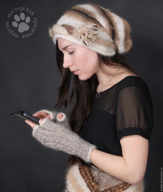 На Ирине чалма, декоративный пояс (он же шарф) и митенки из собачьей шерсти.