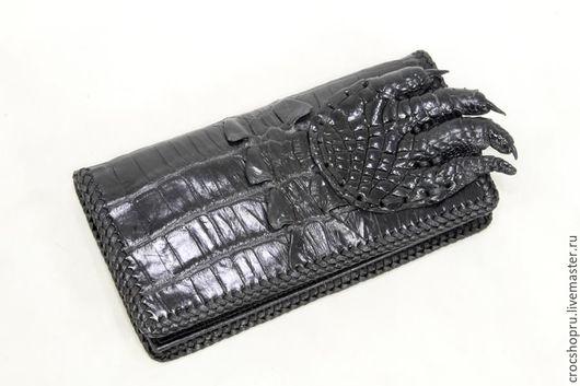 Кошельки и визитницы ручной работы. Ярмарка Мастеров - ручная работа. Купить Портмоне из кожи крокодила с лапой крокодила черное. Handmade.