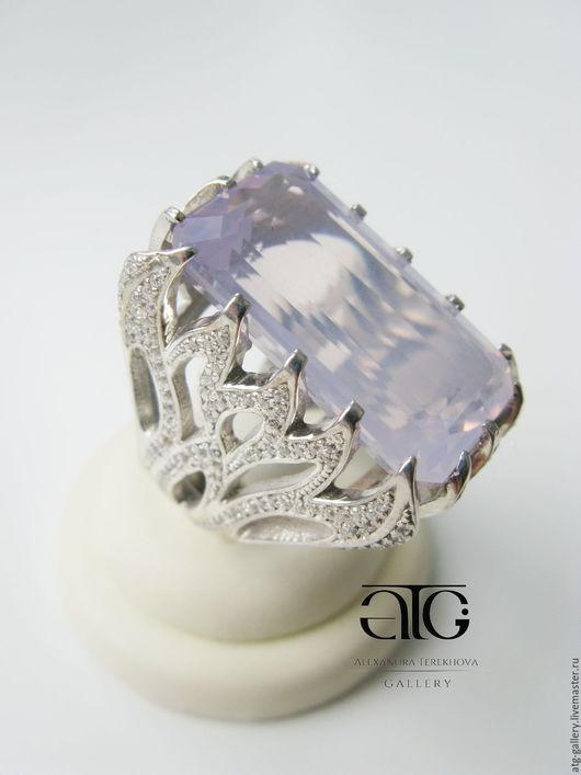 Роскошное крупное кольцо с опалесцирующим  лавандовым аметистом  31.47 Carat!  и фианитами