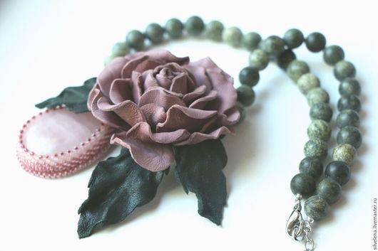 Колье, бусы ручной работы. Ярмарка Мастеров - ручная работа. Купить Колье из кожи со змеевиком и кулоном из розового кварца Пыльная роза. Handmade.
