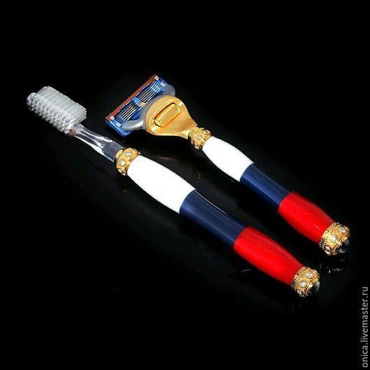 Эксклюзивный подарок настоящему патриоту. Набор состоит из ювелирных аксессуаров стилизованные под российский флаг и изготовлен полностью вручную.