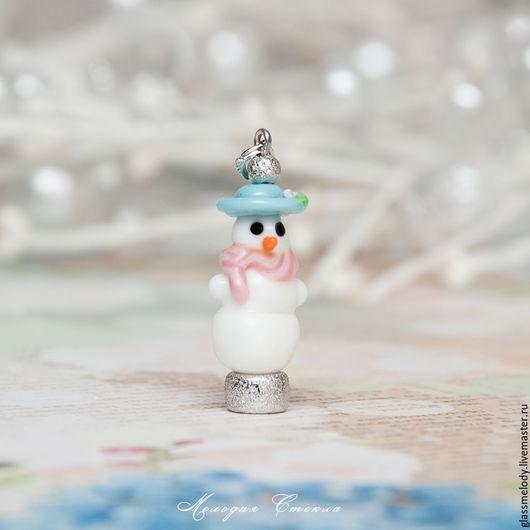 Кулоны, подвески ручной работы. Ярмарка Мастеров - ручная работа. Купить Кулон лэмпворк - снеговик-малышка. Handmade. Идеи подарков
