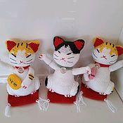 Мягкие игрушки ручной работы. Ярмарка Мастеров - ручная работа Счастливые котики Манеки, вязаные игрушки. Handmade.