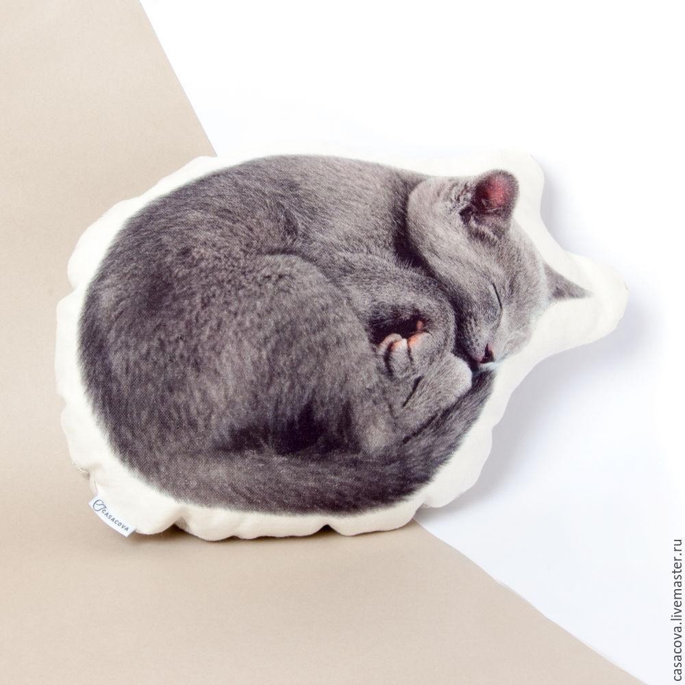 Погладить спящую маму