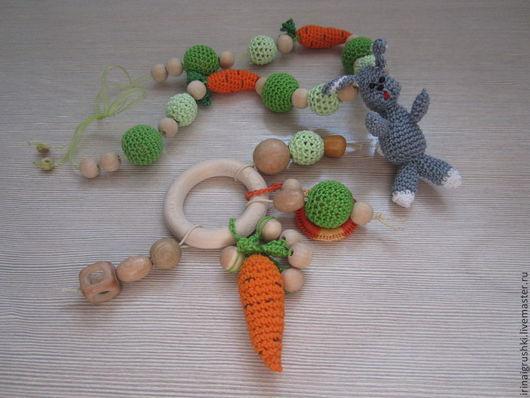 """Развивающие игрушки ручной работы. Ярмарка Мастеров - ручная работа. Купить Набор """"Зайка в огороде"""" (слингобусы+погремушка-грызунок). Handmade. Разноцветный"""