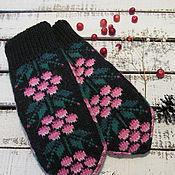 Аксессуары ручной работы. Ярмарка Мастеров - ручная работа Варежки вязаные женские с орнаментом Ягодки розовые. Handmade.