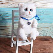 Куклы и игрушки handmade. Livemaster - original item White cat on a chair toy made of wool. Handmade.
