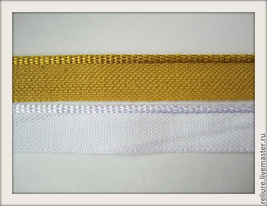 Каптал — полоска ткани из вискозы или полиэстера шириной 12 мм с утолщенным краем. Каптал наклеивается на края корешка книжного блока для увеличения прочности скрепления листов и является средством о