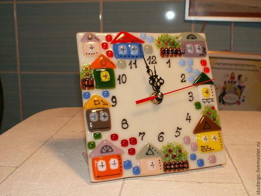 """Часы для дома ручной работы. Ярмарка Мастеров - ручная работа. Купить Часы настольные """"Городок""""-фьюзинг. Handmade. Бежевый"""