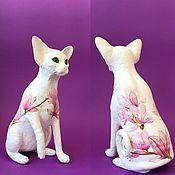 Скульптуры ручной работы. Ярмарка Мастеров - ручная работа Скульптуры: Магнолия кошка сфинкс цветение в аквареле. Handmade.