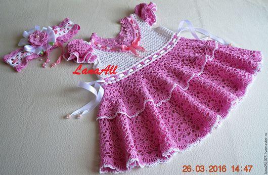 По талии платье регулируется тонкой атласной лентой
